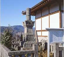 照片:大莲院的坟墓
