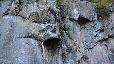 照片:般若岩石