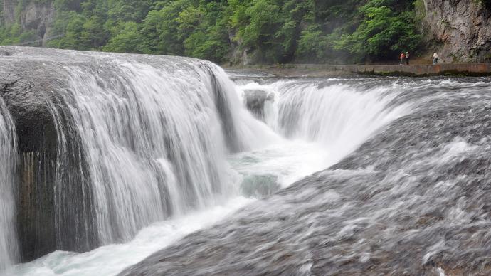 照片:吹割的瀑布
